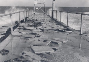 1955 Ph0128-01 Storm damage, City Beach, 1955 - colour